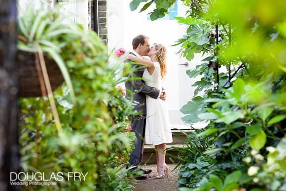 Chelsea wedding street photograph of couple kissing