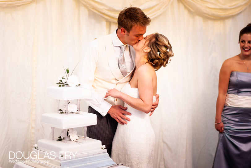 cake cutting and kiss photography