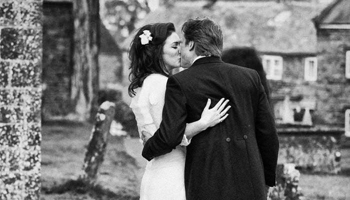 Wedding Photographs from Ellie and Sam's wedding at Upper Wardington, Banbury, Oxfordshire 4