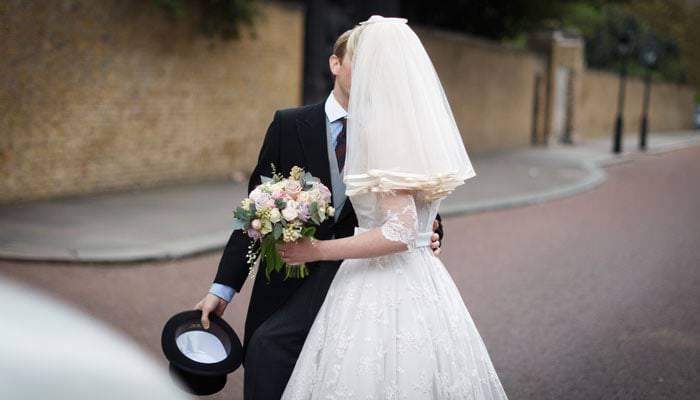 Wedding Photograph couple kissing in Pall Mall, London