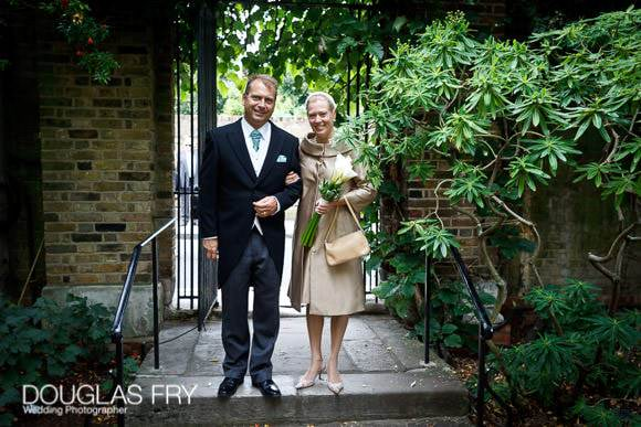 Couple at Chelsea Physic Garden gate